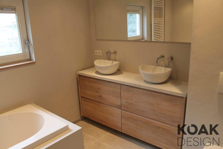 Koak Badkamer meubel van massief eiken hout en ikea kasten. Wit betonnen blad.