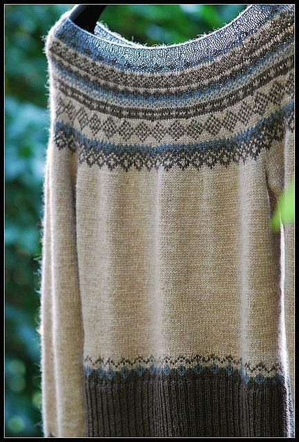 "Ravelry: enugu's Oatmeal, Cacao & Graphite~122-41 Knitted jumper with short raglan sleeves and Norwegian pattern in ""Alpaca"""