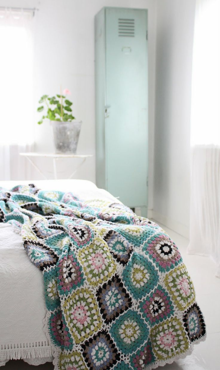 crochet blanket - love this color combination: Crochet Blankets, Colour, Craft, Crochet Throw, Granny Squares, Bedroom, Color Combination