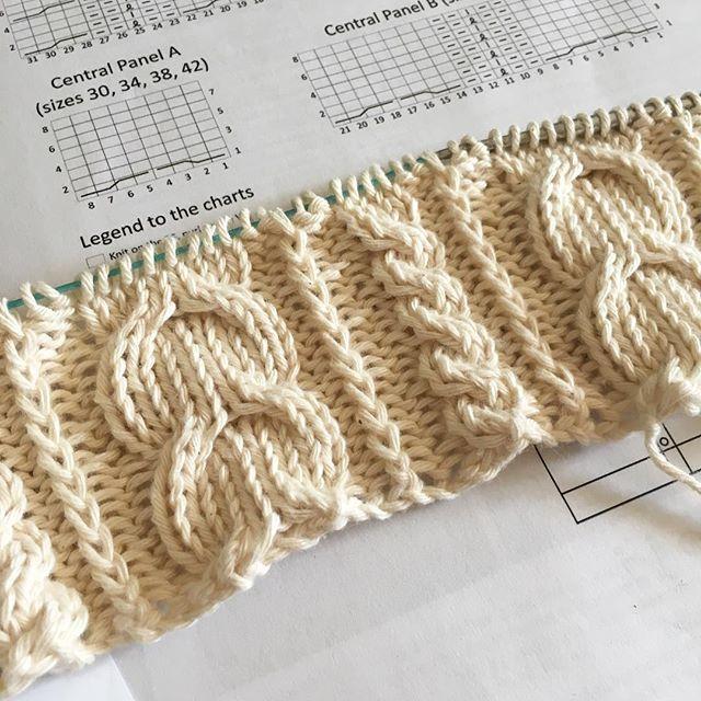 En plein kiff #knitting #tricot #cables #torsades #rowan #joji