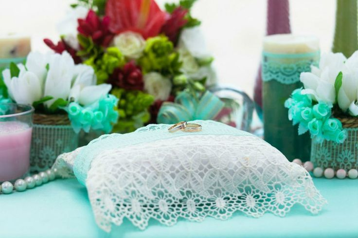 Свадьба в Доминикане (Weddings in the Dominican Republic); Подушка мятного цвета, в кружевах (Pillow mint color, in lace)