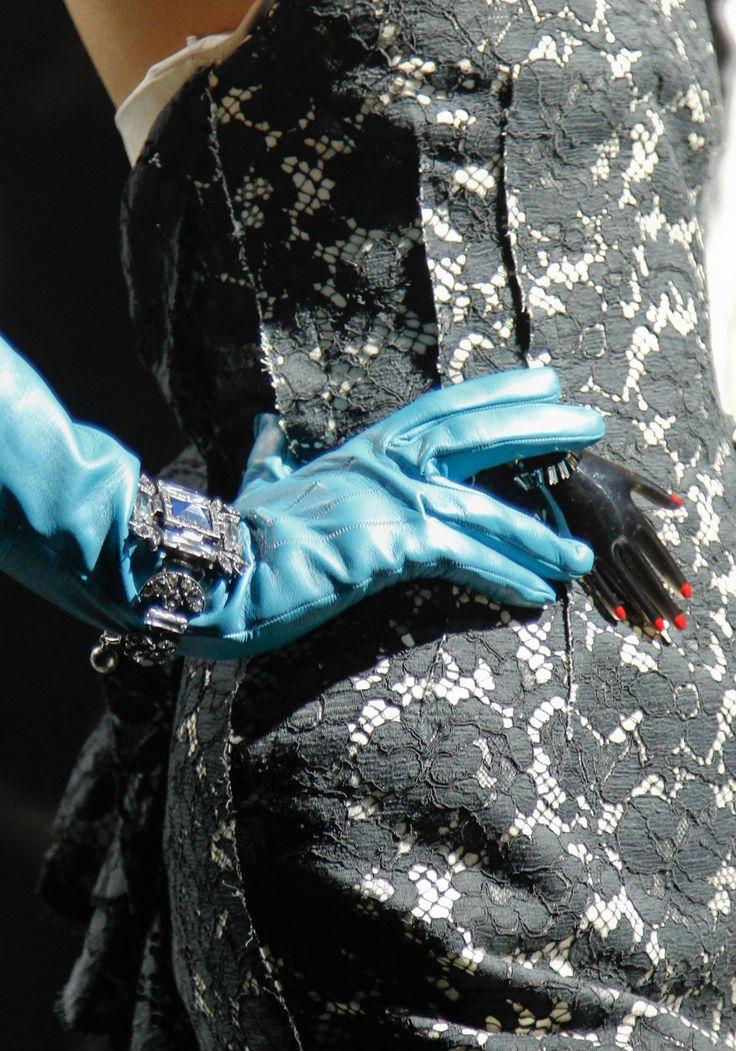 a89da06b45a3aa046acc6bc6d6116292--blue-gloves-lanvin.jpg (736×1051)