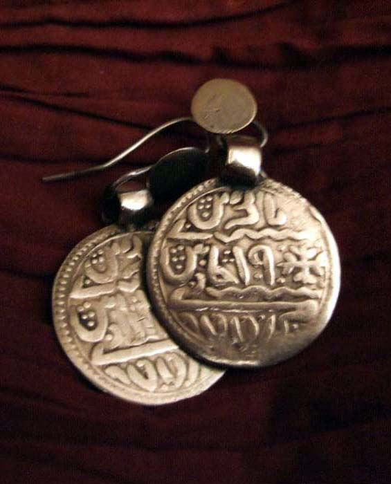India | Earrings; silver | With Islamic inscriptions. From Orissa | Sold