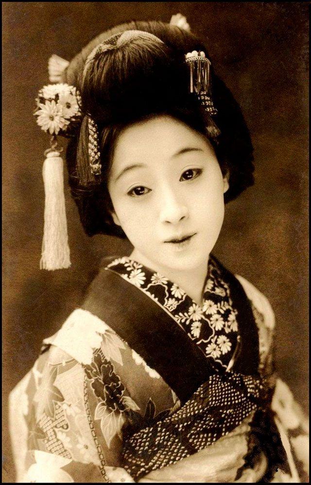 vintage real geisha