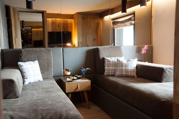 Un altro raffinato esempio di #junior suite: toni e colori sempre diversi per dare ai vostri soggiorni  modalità diverse di vivere la camera