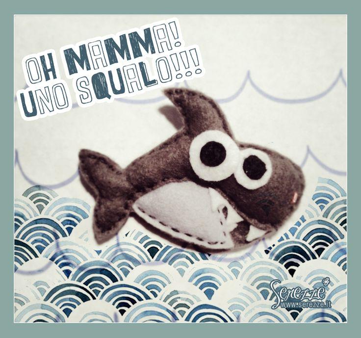 Si chiama SQUALO POLDO, ama nuotare tutto il giorno spruzzandoti addosso tutta l'acqua. CODICE PRODOTTO // cod. 00001_squalo  © Disegno ideato da serezze.it ♡ HANDMADE  DIVENTA NOSTRO FAN SU https://www.facebook.com/serezze SEGUICI SU http://instagram.com/serezze Dubbi? Domande? Scrivi a ordini@serezze.it DISPONIBILE nello SHOP http://www.alittlemarket.it/spille/it_spilla_squalo_poldo_realizzata_in_morbido_pannolenci_-9403357.html  #spilla #spille #pins #squalo #feltro #pannolenci #serezze