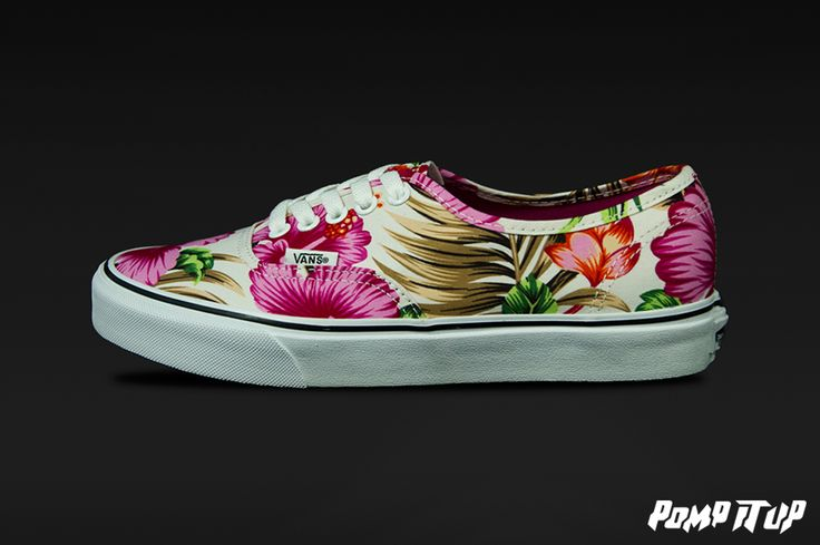 Vans Authentic Hawaiian Floral White Sizes from 36 to 42 EUR Price: CHF 79.- Women #Vans #Authentic #VansHawaiian #FloralWhite #Sneakers #SneakersAddict #PompItUp #PompItUpShop #PompItUpCommunity #Switzerland