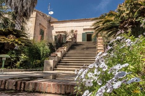 Antique Mansion With Attached Land For Hotel In Popular Marina di Ragusa – Sicilianhouses.com