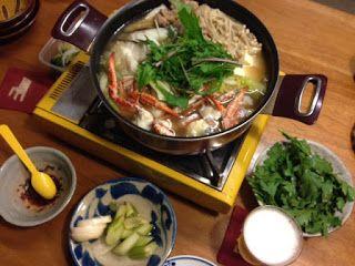 毎日家飲み: 10月31日(土) 寄せ鍋 漬物 〆は極太うどん  寒いっっっ。二日連続になってしまったけど、鍋しかない!! 白菜、人参、牛蒡、えのき、ネギ、水菜、鶏肉、塩鱈、渡りカニ、豆腐。