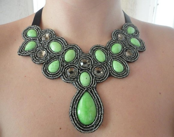 Maxi Colar feito em feltro e pedras green, totalmente artesanal - Exclusivo designed by Talitha Jacob R$180,00