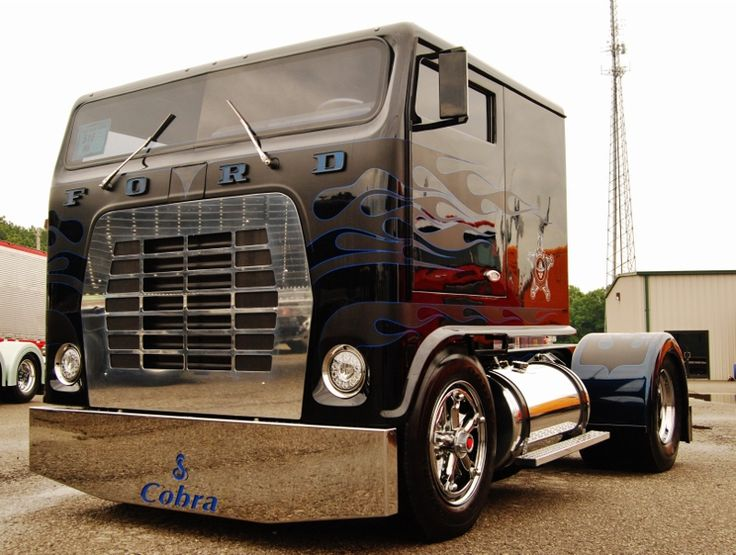 VIDEO, photos: Robb Mariani's custom 'white whale,' take two | Overdrive - Owner Operators Trucking Magazine