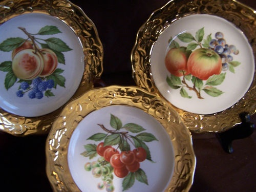 i love these gold edged fruit plates & 156 best Decorative plates images on Pinterest | Decorative plates ...