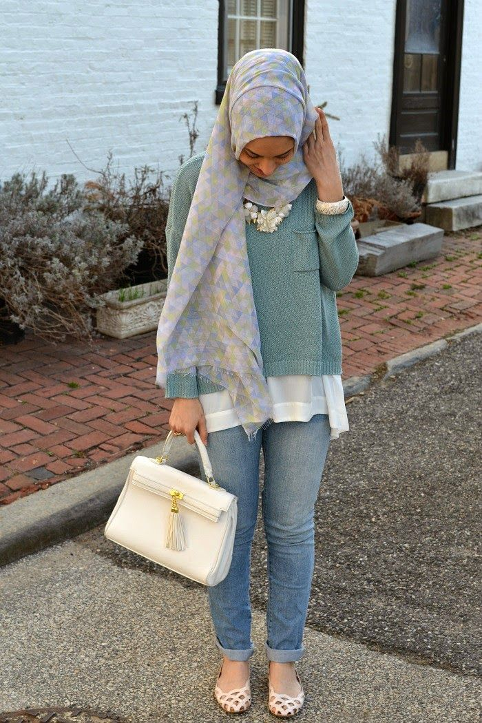 Hani Hulu: Hues of Blue. love love love this outfit  Why do I never think to layer my too short sweaters like this? Brilliant!