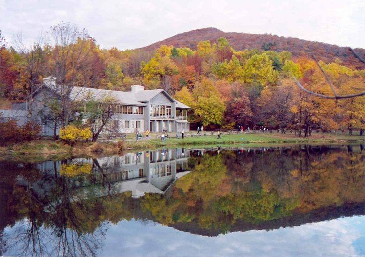 Peaks of Otter Lodge at Peaks of Otter on the Blue Ridge Parkway, Virginia. #FallinVA