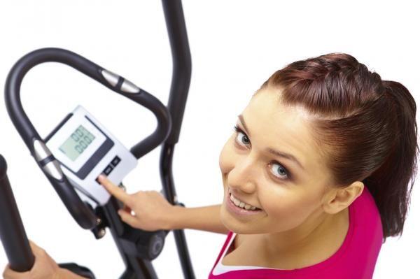 Como usar o elíptico para emagrecer. Uma das melhoras máquinas da academia que podem ajudar uma pessoa a emagrecer gradualmente e com eficácia é o aparelho elíptico. É um aparelho de fitness que ativa uma grande parte dos músculos do nos...