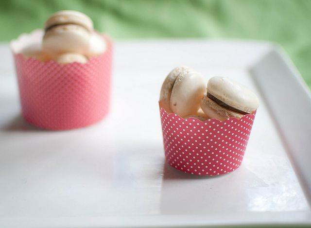 Cookies 'n' cream macarons | Eat your heart out | Pinterest