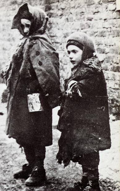 two homeless children Warsaw Ghetto winter 1940-41