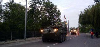 у границы прошла акция, сторонники которой приветствовали американские войска. Они встречали колонну с букетами цветов, флагами Молдовы, США и НАТО, а также держали плакаты «Добро пожаловать!», «Надо НАТО!» и «Молдова — в НАТО!