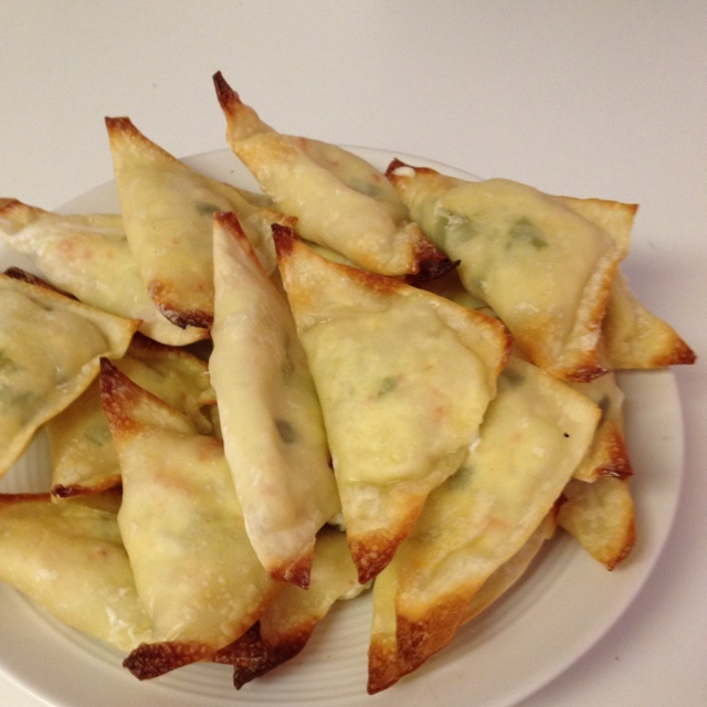 Delicious weight watcher recipe for crab ragoons. Won ton wrappers, 3 oz of cream cheese melted, 4 oz of crab, 1/8 tsp of worsteschire sauce, 1/8 tsp of garlic salt, and green onion.