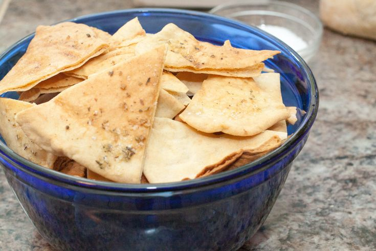 About 7 or 8 years ago my best friend Holly baked some homemade Pita Chips that just blew my mind.  At the time I wasn't too far from my burning rice in a microwave days so the idea of making your own pita chips was like whoa.  And lately, I've been thinking about those chips and