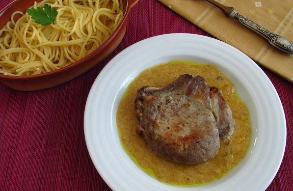Costeletas de porco com molho de mel e mostarda