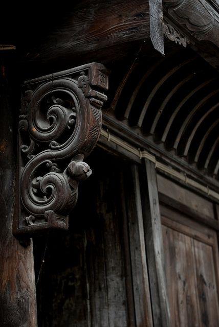 elorablue:  Wooden carve by Melinda ^..^ on Flickr.