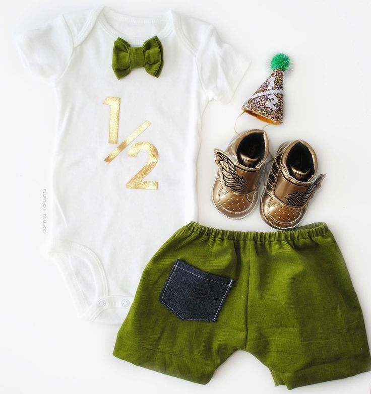 This Baby Boy Gold Half Birthday Outfit, Six Months Outfit with Bodysuit and Shorts is perfect for a half birthday celebration or even a present! This outfit is a PDS113 exclusive design.Each of our outfits are handmade with love, using the best fabrics available, carters bodysuits and made to be used by your or prince!S I Z E S 6 mos.9 mos.12 mos.18 mos.* Outfit is done in Short Sleeve Bodysuit.Would you like to have it done in a long sleeve bodysuit, please a...