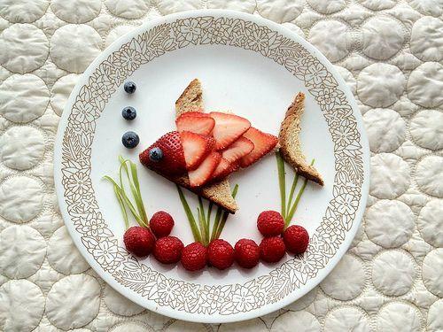 Make an adorable fishy sandwich!