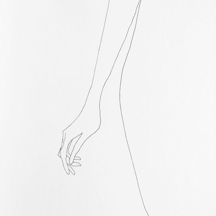 Frédéric Forest partage sur son compte instagram des dessins minimalistes réalisés avec juste quelques traits qui se concentrent souvent sur des mains de femmes d'une manière très sensuelle.