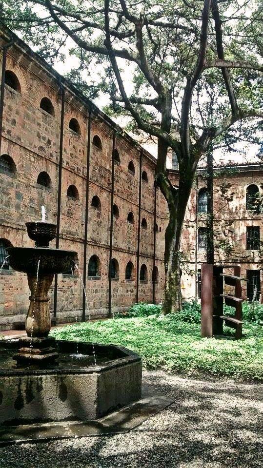 Jardines del Museo Nacional. Foto en I♥Bogotá.