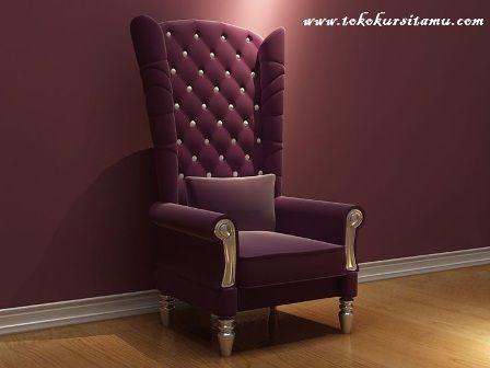 Single sofa Megah Ungu SFK-004 ini mempunyai tampilan yang sngat megah dan mewah terbuat dari kayu mahoni berkualitas dari Perhutani.
