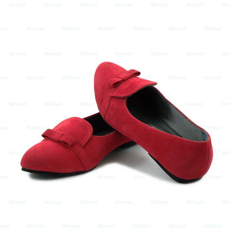 Flatshoes cantik dengan bahan suede kombinasi kain printing. Sol karet anti selip.