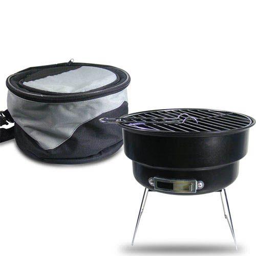 Een opvouwbare BBQ voor onderweg Een picknickmand in de auto, gevuld met lekker eten en drinken is snel gebeurd. Maar als je dan trek hebt in een stukje vlees onderweg dan wil je niet met een hele grote BBQ rondsjouwen. Maar zo'n heel goedkoop alu bakje is ook niet het meest handige. Daarvoor is deze invouwbare BBQ ontwikkeld. En uw vlees bewaart u samen met koelelementen in de tas, want dat is een speciale koeltas.#relatiegeschenken # Gifts # Giveaway #origineel #idee #marketing #sales