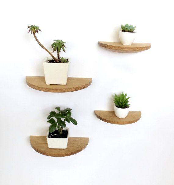 Ces étagères ronde chêne blanc moitié sont une manière subtile et versatile pour décorer votre maison. Il peuvent être utilisés sur un mur