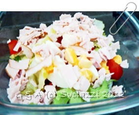 With the arrival of warm weather, lunch is often eaten in a salad.  Here is a modified version of the famous Caesar Salad!  http://www.svolazzi.it/2012/04/caesar-salad-modo-mio-caesar-salad-my.html