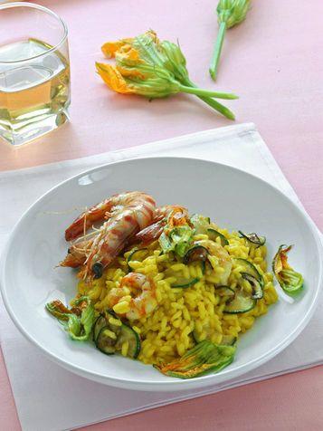 Risotto giallo con gamberi e zucchine