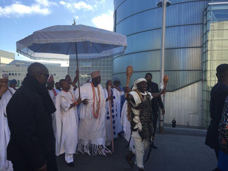 RT @benjorama: The arrival of His Imperial Majesty King Adeyeye Enitan Ogunwusi the Ooni of Ile-Ife at @MyBCU #King #Ooni #Ife #Yoruba #Nigeria #Africa #Birmingham #UK #entourage #music http://bit.ly/2AwLGcU
