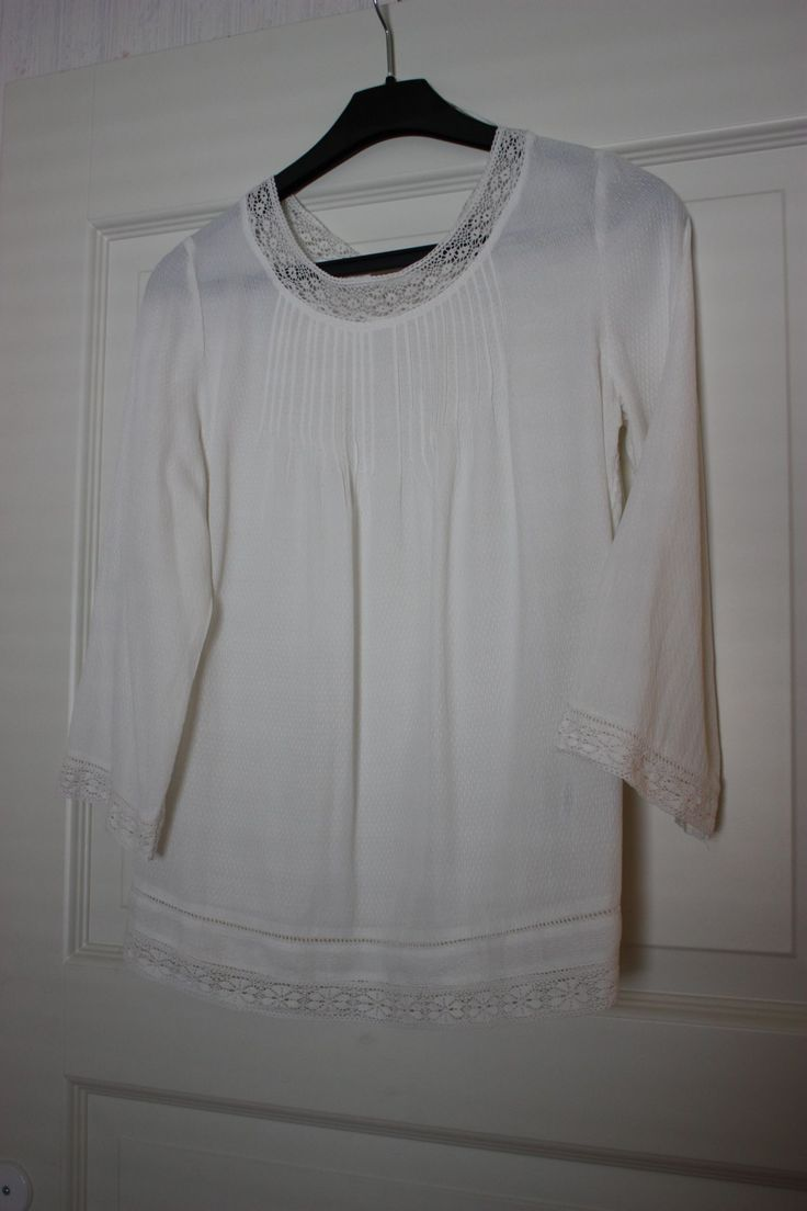 Shirt off white lace details 3/4 sleeves