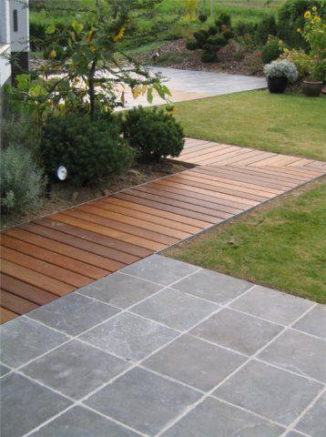 Hardhouten vlonder met hardstenen terras voor een speels effect.