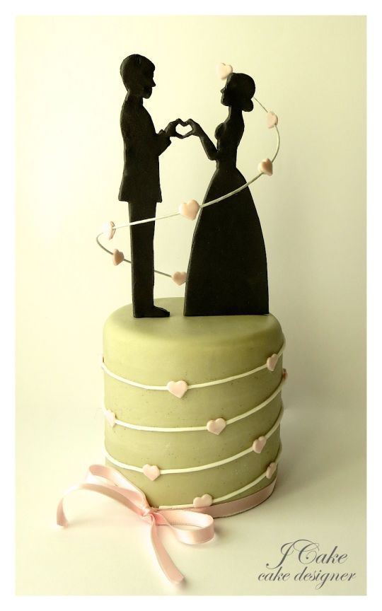 Love is in the Air Cake...someday I will use this as an Anniversary treat <3