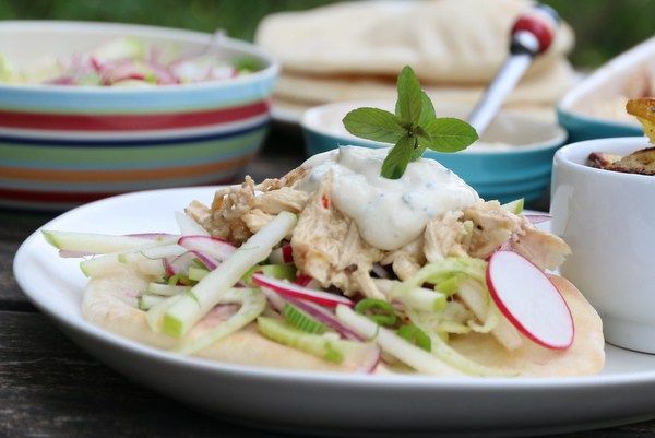 Pulled chicken med råkostsalat og myntedressing