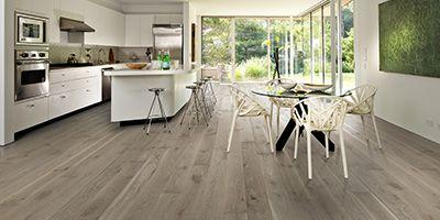 Kährs Oak Nouveau Grey . Pavimentos com madeira que unem qualidade, ambiente e inovação. Fabricante de pavimentos de madeira desde 1857, ao seleccionar a marca Kährs sabe que está a adquirir um pavimento ecológico, sustentável e de qualidade incontestável. Os pavimentos Kährs são fabricados com responsabilidade ecológica, procurando minimizar o impacto no meio ambiente. WHY KÄHRS http://www.jular.pt/download/Kahrs-why-pavimento-flutuante-madeira.pdf