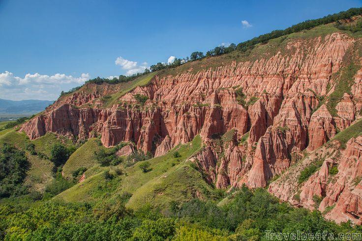 10 מקומות לבקר ברומניה-- טירה והרים אדומים