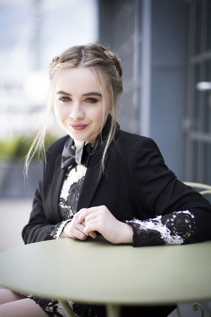 Sabrina Carpenter: I just love her hair in braids