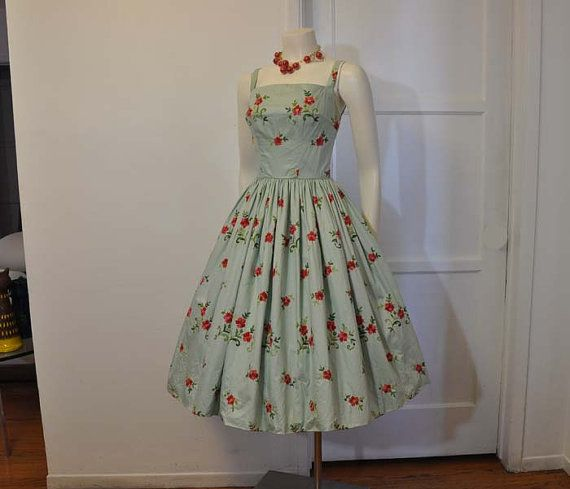50s dress /  Vintage 1950s Embroidered Floral Full Skirt Party Dress