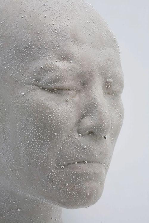 kondo takahiro/ porcelain sculpture. Click to enlarge