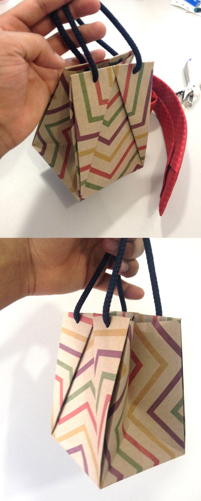 Con este tutorial no tendrás que comprar bolsas de regalo así que no tendrás que salir al supermercado a empacar tu regalo. En poco tiempo terminarás de hacer esta bolsa, ya que es súper fácil y divertida.