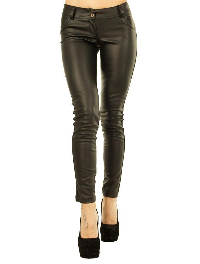 Pantaloni Dama Armeo  Pantaloni dama negri, din material usor elastic. Model pana cei da un plus de senzualitate. Design interesant ce imbina perfect doua materiale, ce va vor face cu siguranta remarcata.  Detaliu - buzunare fata-spate, sunt vatuiti pe interior, putand fi purtati in sezonul rece.     Lungime: 93cm  Latime talie: 35cm  Compozitie: 62%Poliester, 35%Vascoza, 3%Lycra