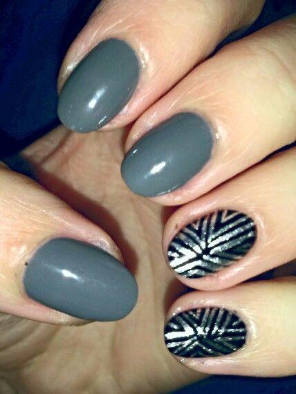 Gray and silver nails / Szare ze srebrnym akcentem