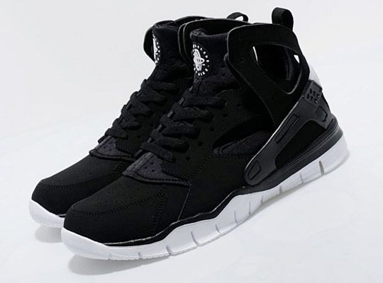 I hated the new free soles on the reissued Huaraches but this, this is well played. But then again no one can ever fuck black on white innit?
